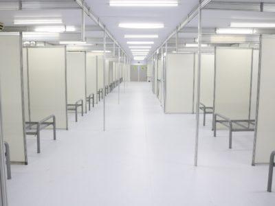 Vista do corredor de leitos do Hospital de Campanha